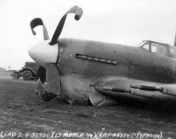 1- Qui dit typhoon, dit canon de 20mm. J ai choisi de representer la version utilisee dans la premiere version de l avion, c est a dire sans carénage.