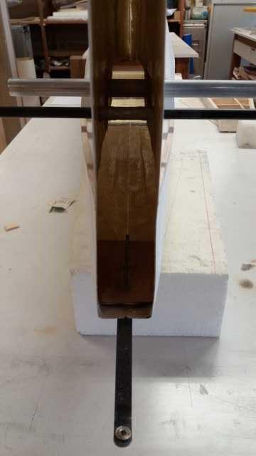 Mise en place des clés et perçage des passages de fils de servos 2