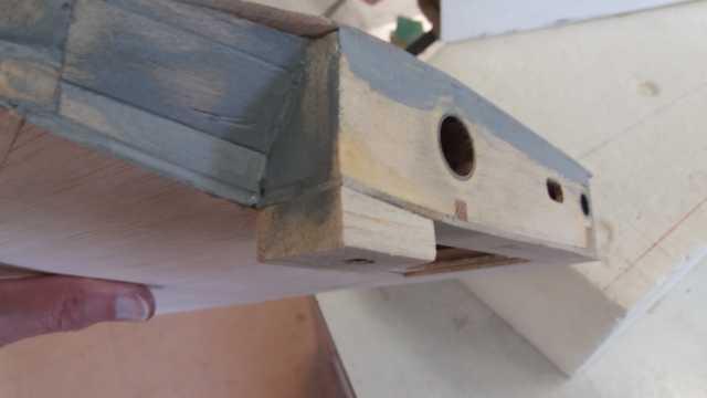 cale balsa sous stab qui sera en appui sur la cale ctp pour la fixation du stab