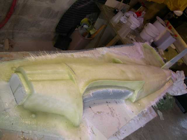 1ère épaisseur de Mat de verre et résine polyester